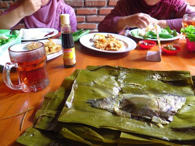 Pepes ikan mas at Warung Nasi Ampera, Jalan Trunojoyo.
