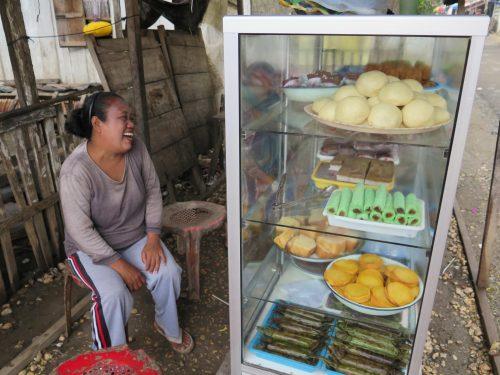 Ibu Ulen and her scrumptious kue kue.